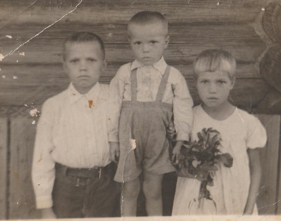 Военное детство. Фото из архива Деминой Д.