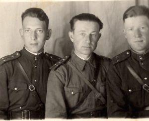 Константин Иванович Морозов (в центре). 1948