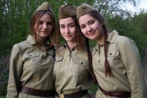 Александра Ермоленко, Анна Сулима и Полина Сакмаркина на съемках фильма